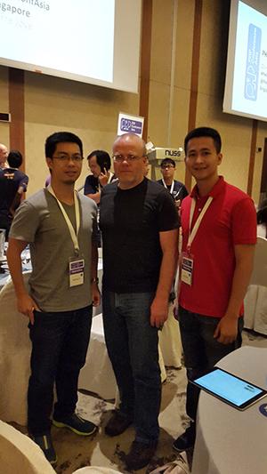 Chụp với Rasmus Lerdorf, cha đẻ của PHP tại hội thảo PHPConf Asia, Singapore